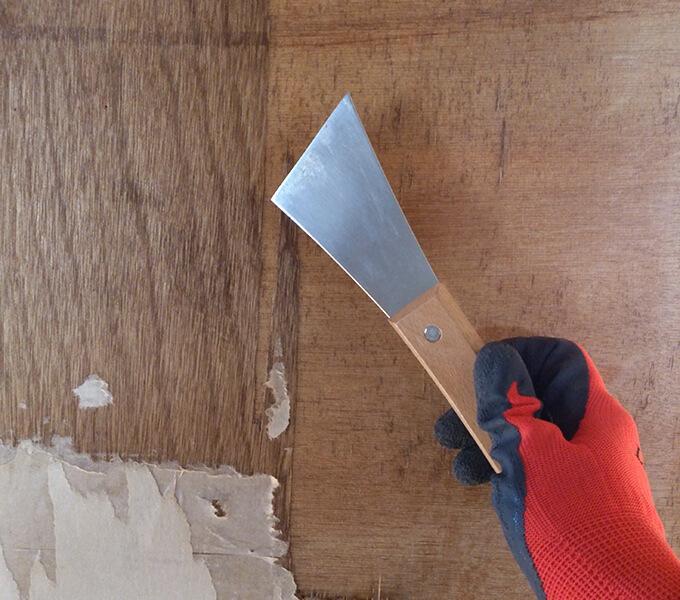 DIYするぼろい扉の下処理で使う皮すきという道具