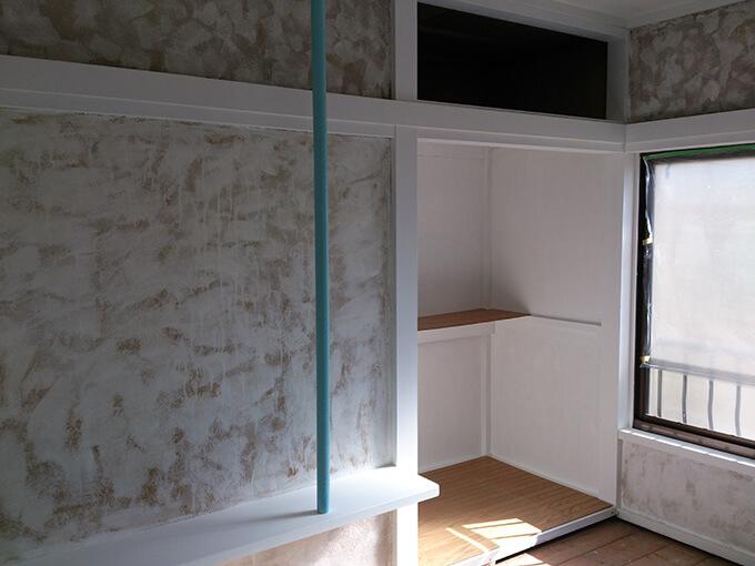 DIYで柱や押入れにペンキを塗る
