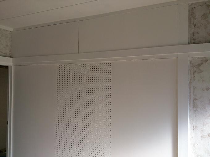 DIYで柱にペンキを塗る