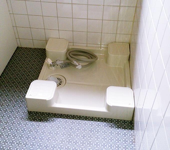 洗面所リフォーム 新品の防水パンと床
