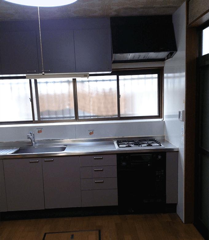 キッチンDIYビフォー 古いシステムキッチン